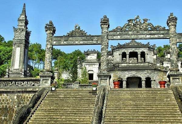 Tumba funeraria en Hué