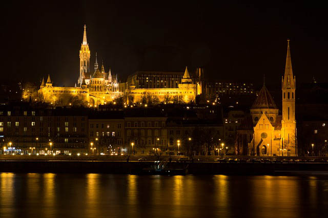 vista nocturna del castillo