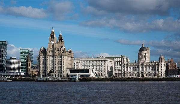 Liverpool desde el rio Mersey